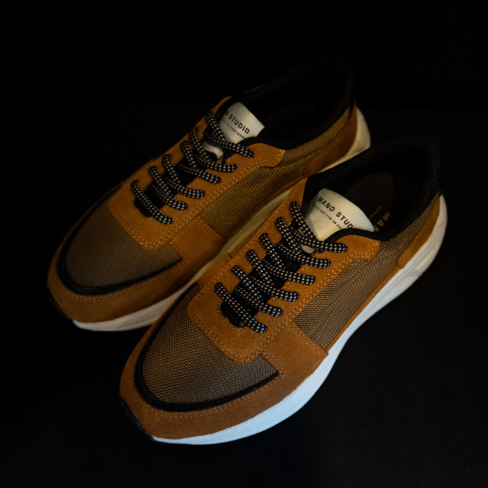 [MANO STUDIO] RUNNER SNEAKERS (DARK SAND)
