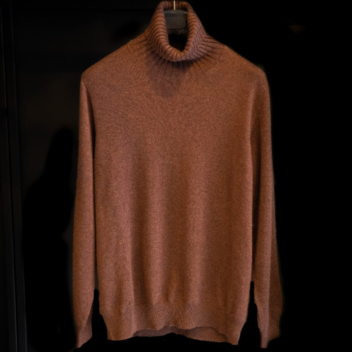 [GUERCILENA1944] CASHMERE TURTLENECK KNIT (BROWN)