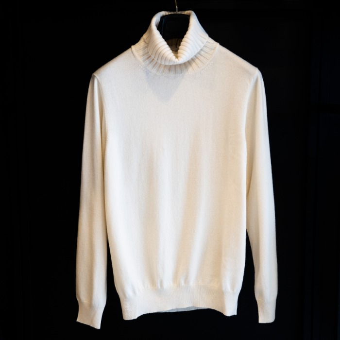 [GUERCILENA1944] CASHMERE TURTLENECK KNIT (OFF WHITE)